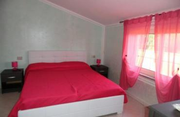 Il Girasole Red bedroom