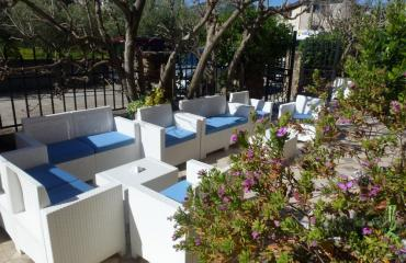 Hotel Donatella Easy-chairs in the garden