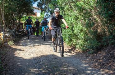 Departure by mountain bike for a tour on the west coast of Sardinia