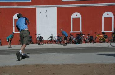 Bike tour Sardinia: cricket match during a break