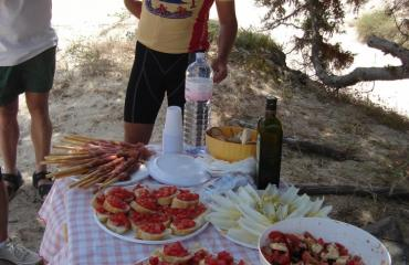 Cycling tour Sardinia: lunch break on the beach