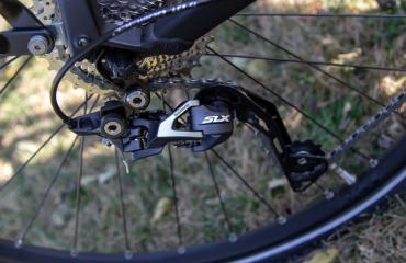 Trekking step-through frame Rear derailleur: Shimano Deore, 9 speed
