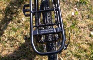 Trekking step-through frame Light and resistant luggage rack