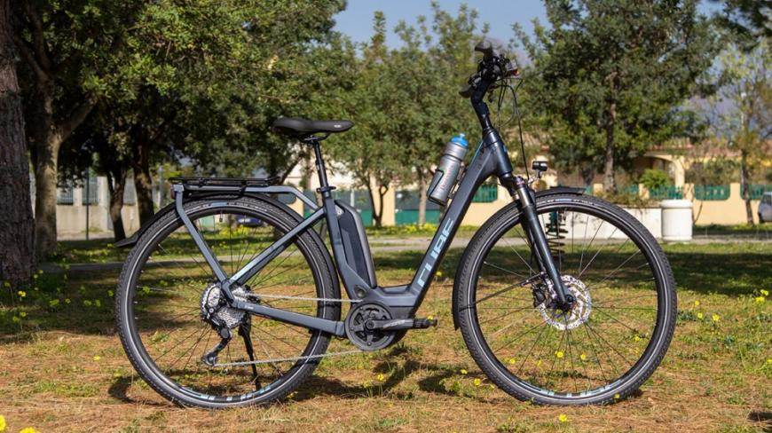 E-Bike Cube TOURING HYBRID Exc 500 for rental in Sardinia