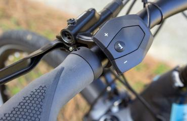 E-Bike Engine shifters on left side of the bike